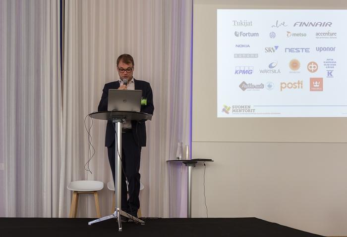 Valve Suomen Mentorien tilaisuudessa tukemassa nuorten työllistymistä