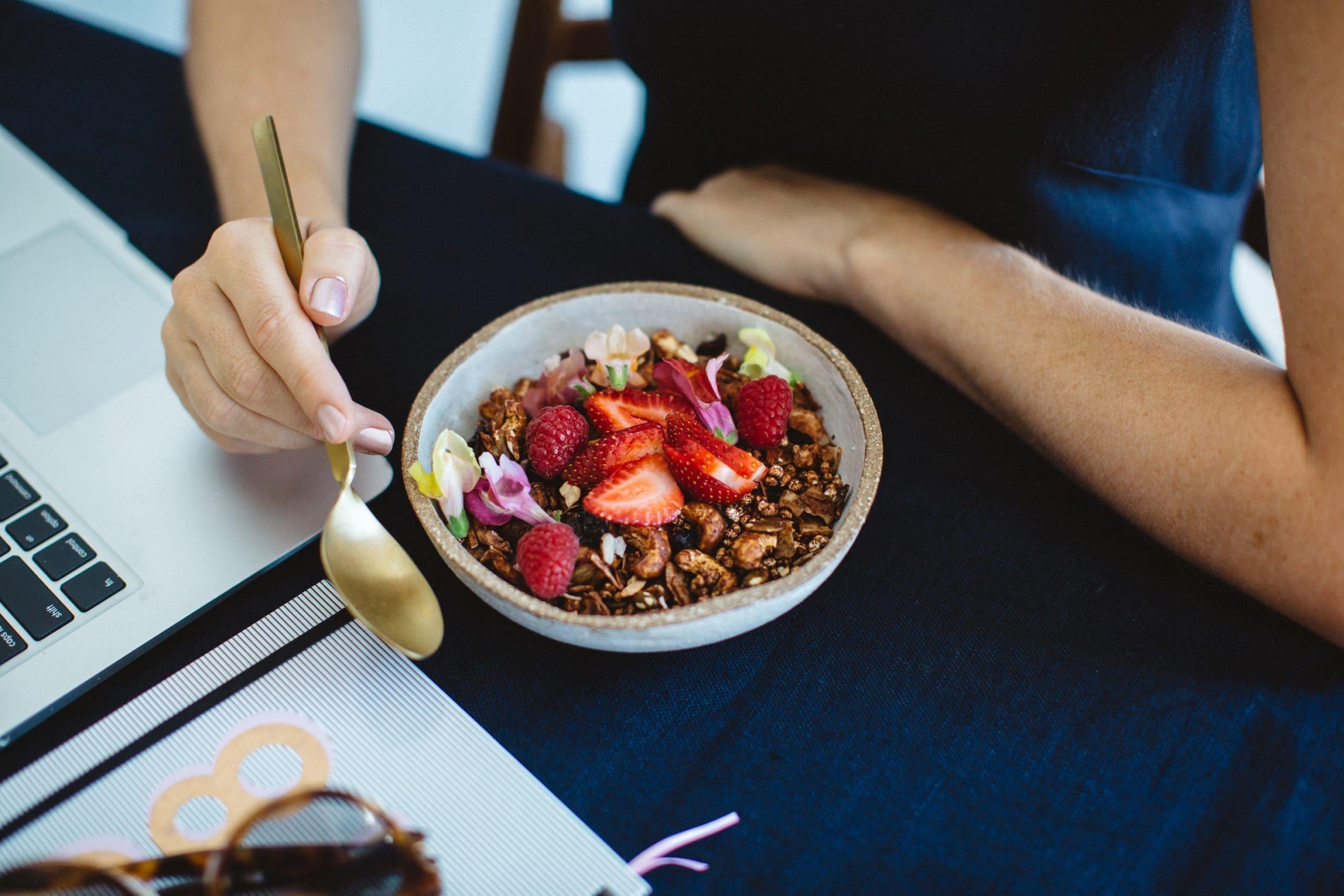 Strategia syö kasvuhakkerin aamupalaksi